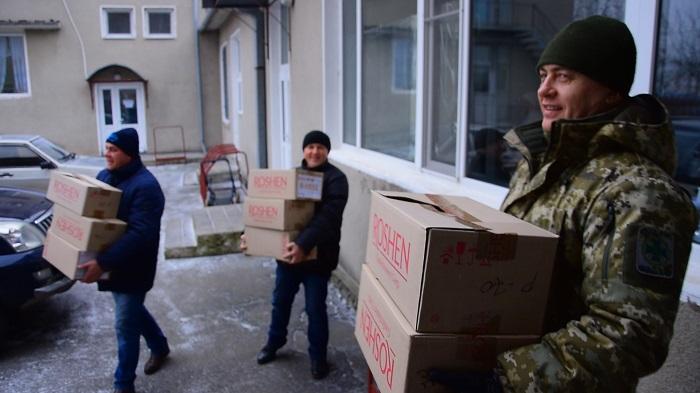 Пограничники Измаильского отряда поздравили с Днем Святого Николая малышей специализированного дома ребенка
