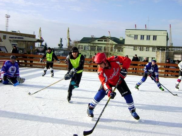 Ветераны Измаильского пограничного отряда приняли участие в хоккейном чемпионате