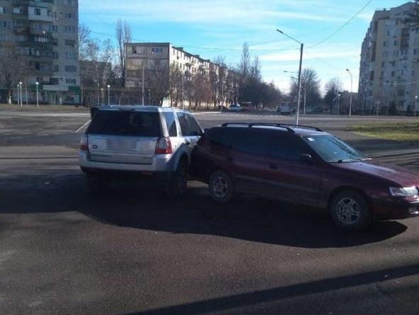 ДТП в Измаиле. Toyota протаранила Land Rover на парковке. ФОТО