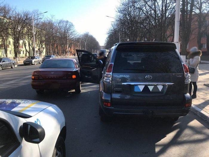 ДТП в Измаиле. Водительница джипа неосторожно открыла двери. ФОТО