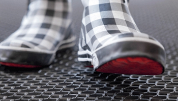 Какие бывают грязезащитные резиновые покрытия?