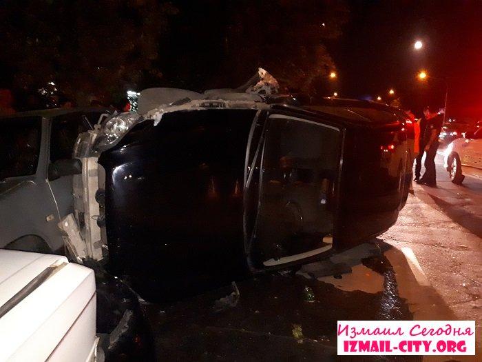 ДТП в Измаиле на проспекте Мира перевернулся Subaru