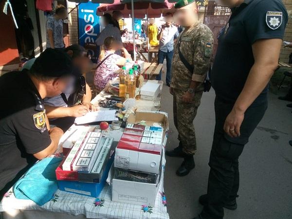 Пограничники и полицейские выявили контрабандную продукцию на рынке в Болграде