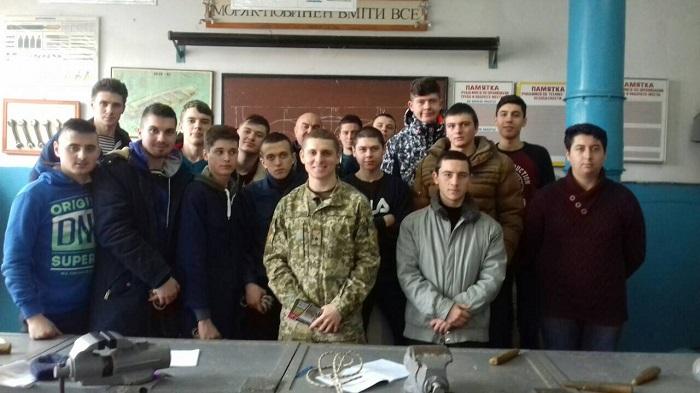 Пограничники в городе Измаил провели профориентационную работу со студентами и безработными