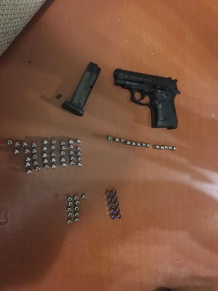 Во время обыска у измаильчанина были изъяты наркотики, оружие и боеприпасы