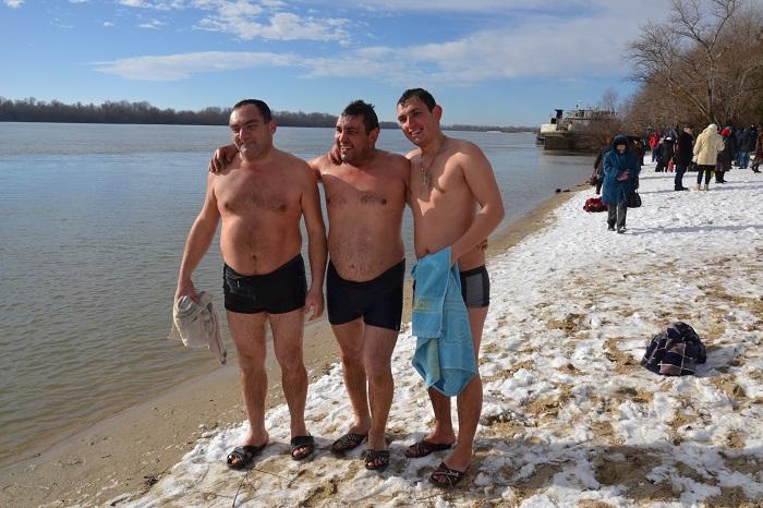 Измаильчане отметили Крещение Господне на городском пляже. ФОТО