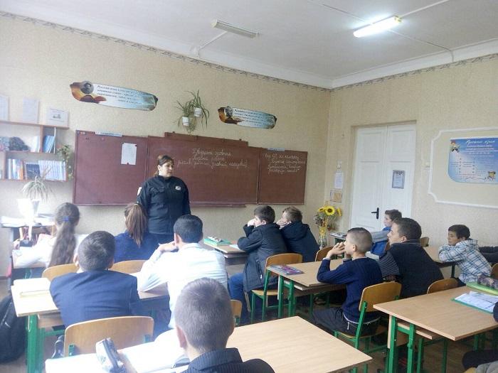 Измаильские полицейские проводят профилактические беседы со школьниками
