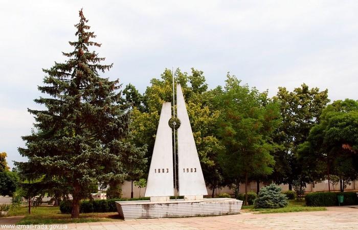 Стела в честь 100-летия судоходства на Дунае - теперь городская