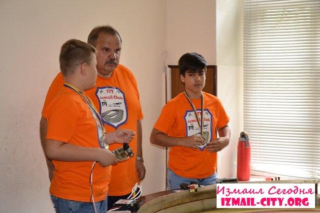 На измаильской Станции юных техников работа не прекращается и в летние каникулы. ФОТОФАКТ