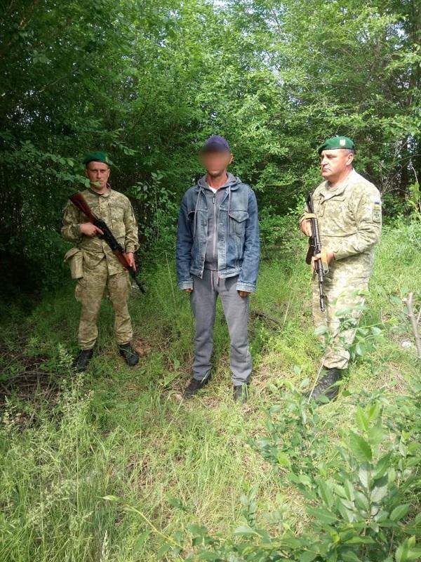Измаильские пограничник задержали нарушителя границы. ФОТО