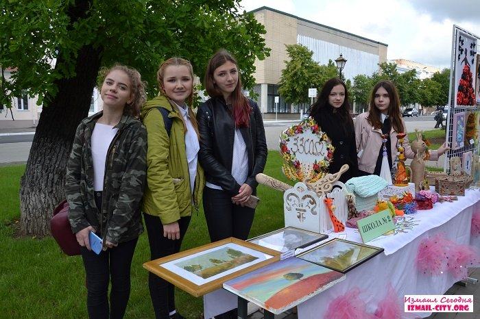Детская выставка в Школьном сквере Измаила.ВИДЕО