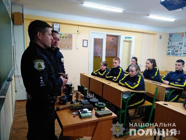 В Измаильском лицее побывали взрывотехники-полицейские. ФОТО.