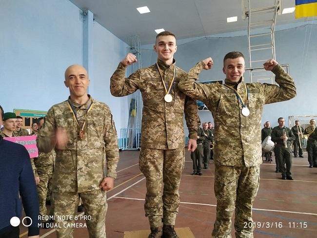 Измаильские пограничники привезли медали с чемпионата по рукопашному бою и гиревому спорту