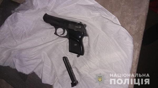 У измаильчан полицейские изъяли наркотики, оружие и краденое украшение