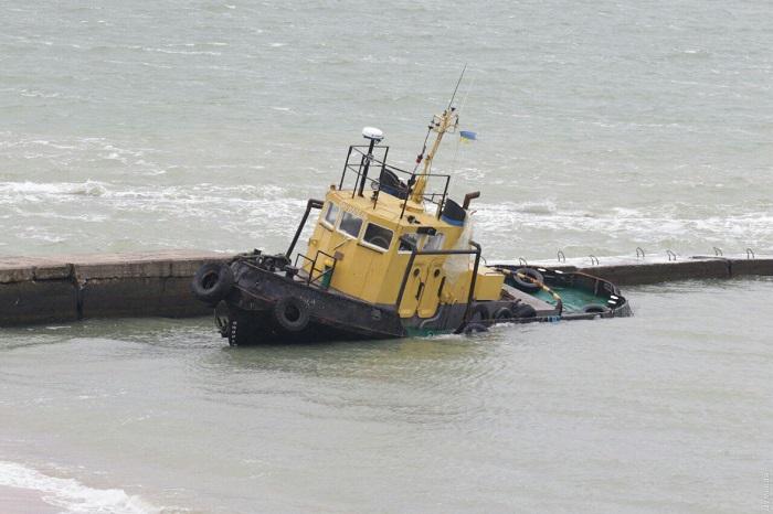 Брошенный в Черном море измаильский буксир может стать причиной загрязнения. ВИДЕО