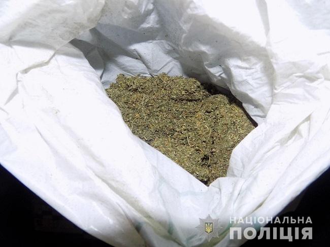 В Измаиле полицейские обнаружили у прохожего пакет с наркотическим веществом