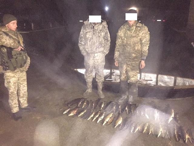 Пограничники с помощью тепловизора на Дунае обнаружили браконьеров со щуками. ФОТО