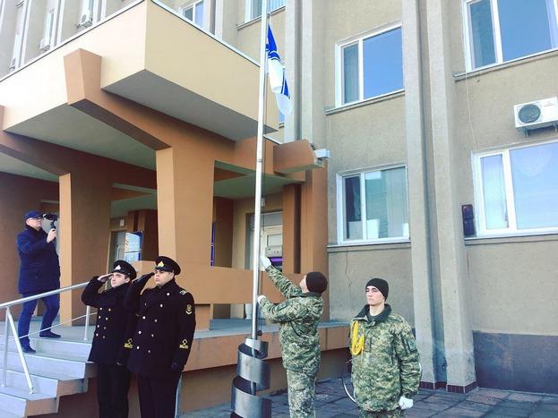 Измаил поднял флаг ВМС Украины - в знак солидарности с пленными украинскими моряками