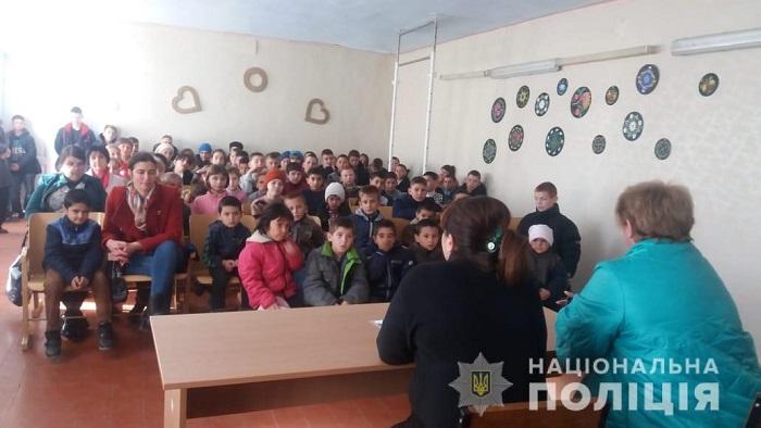 Измаильские полицейские проводят в школах уроки