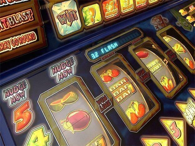 Бонусы на онлайн игральных слотах на сайте игрового клуба СлотсДок