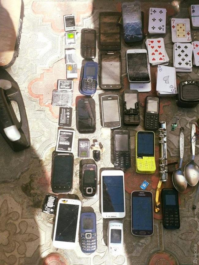 В измаильской тюрьме обнаружили оружие, алкоголь и нароктики. ФОТО