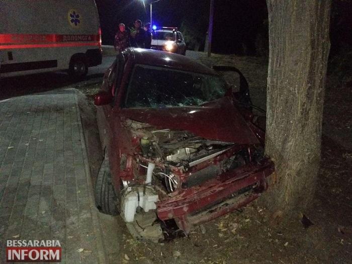 ДТП в Измаиле. Mitsubishi протаранил дерево. ФОТО