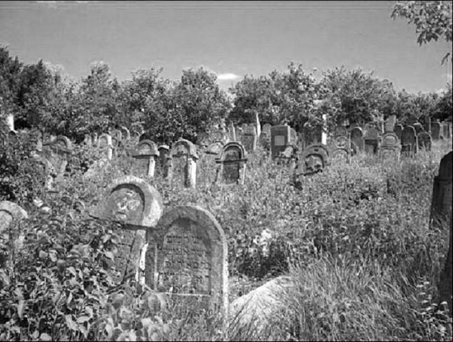 В Измаиле на территории бывшего еврейского кладбища возводят автосалон «Renault»