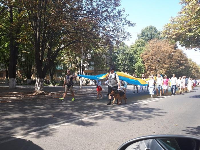 В Измаиле состоялось шествие со 100-метровым флагом Украины