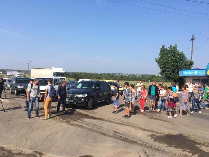 Жители Бессарабии перекрыли трассу Одесса-Рени