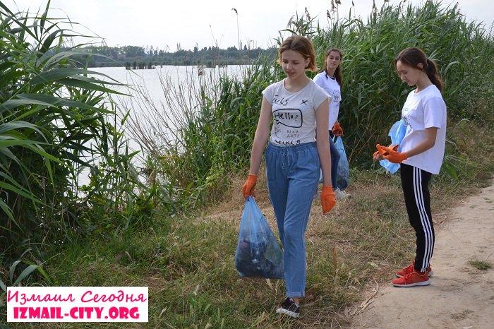 Лебяжье озеро в Измаиле очистили от мусора