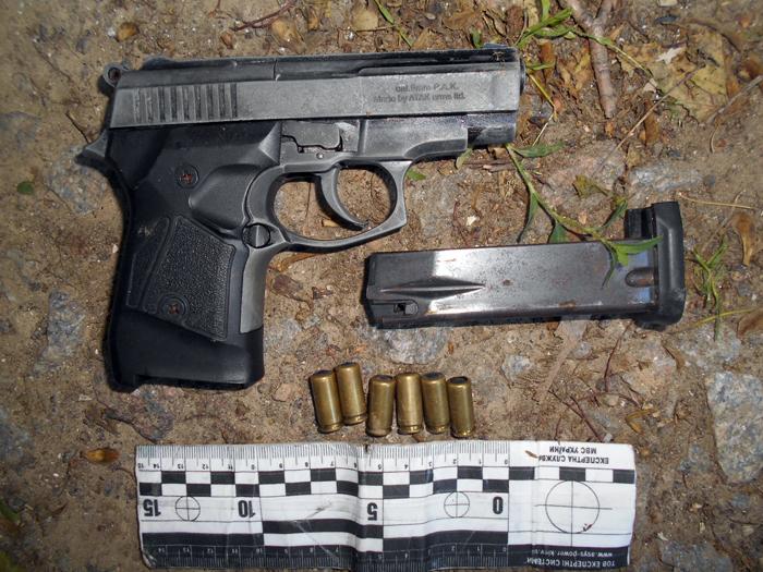 Полицейские Измаила изъяли у мужчины пистолет