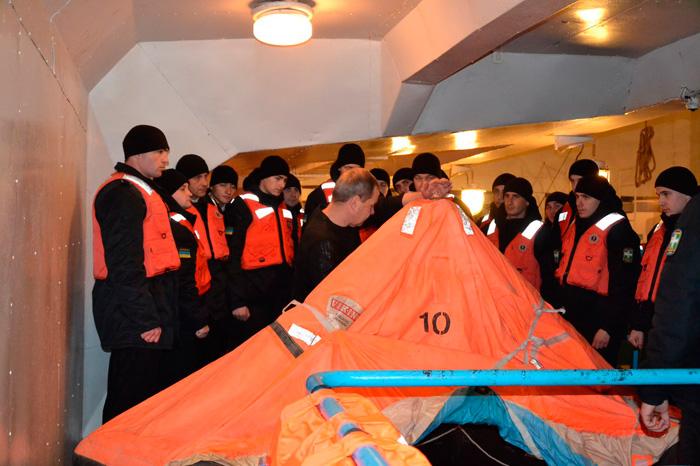Моряки-пограничники начали обучение на судне-тренажере «Новый Донбасс»