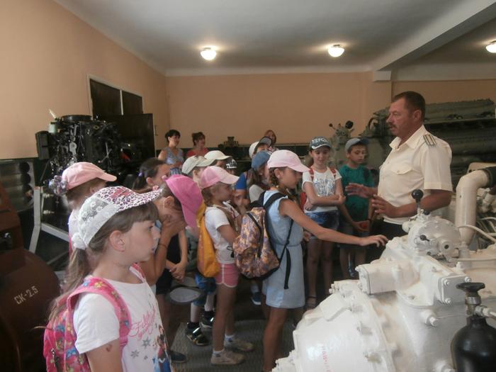 Измаильских моряков-пограничников посетили школьники из детского летнего лагеря