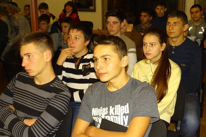 Пограничники Измаильского отряда провели уроки мужества с молодежью города