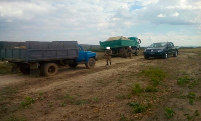 Пограничники Измаильского отряда задержали лиц, незаконно добывающих песок
