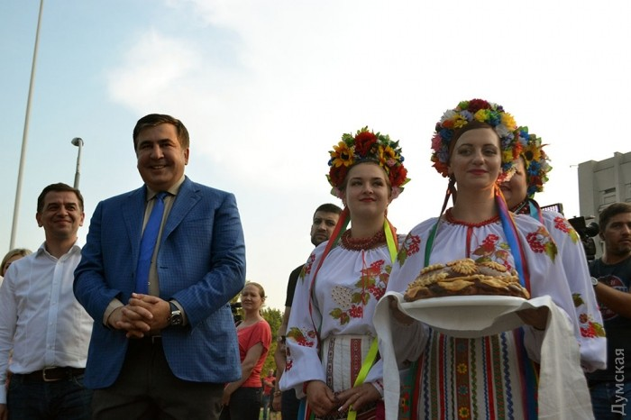 Саакашвили поженил три пары