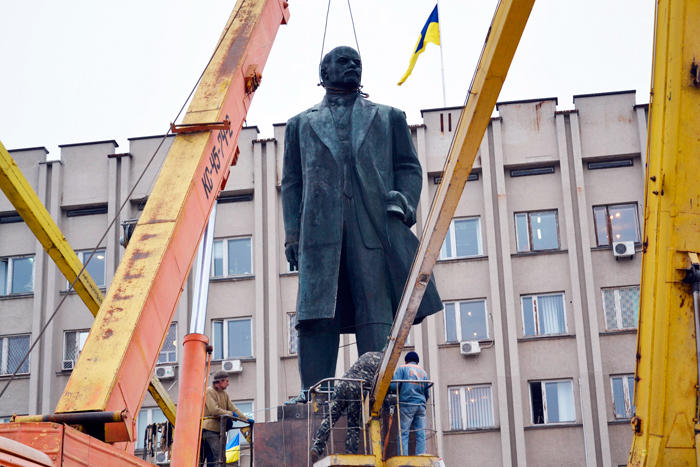 В Измаиле убирают Ленина