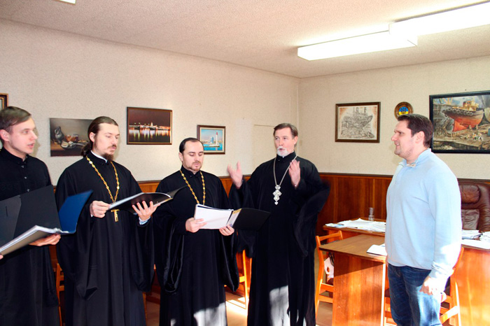 Настоятель Покровского собора колядовал у народного депутата